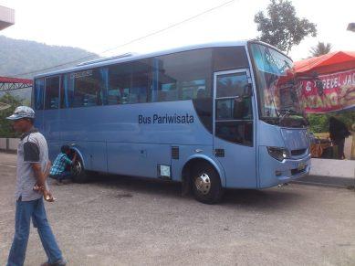 bus biru